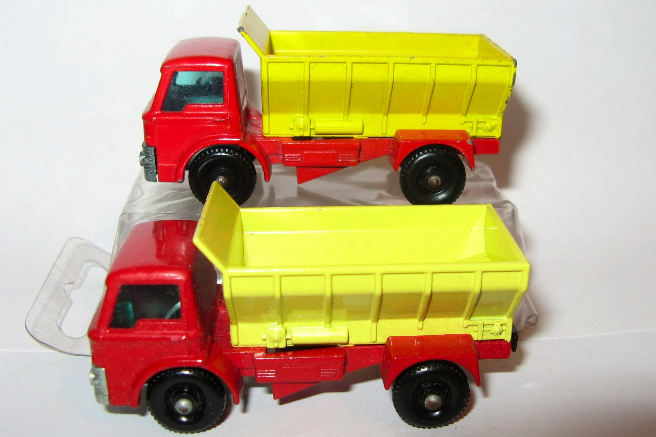 70 Bcompare Grit Spreading Truck.jpg